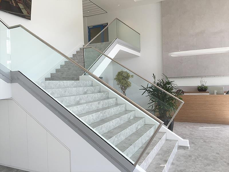 Treppenverglasung im Innenbereich