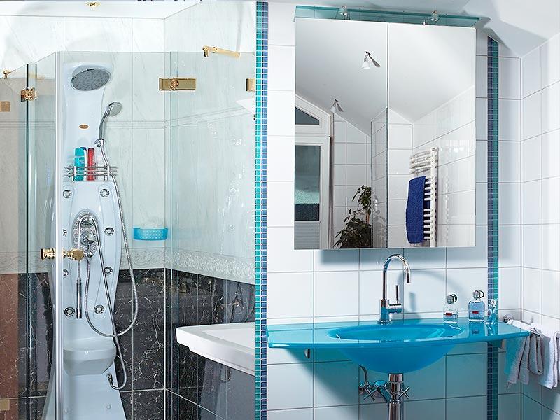 Ganzglas-Dusche und Waschbecken aus Glas
